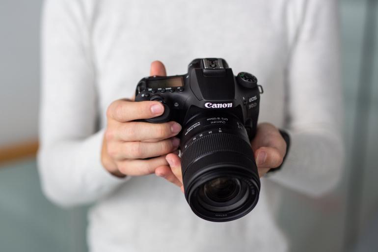 Karbist välja: Canon EOS 90D peegelkaamera