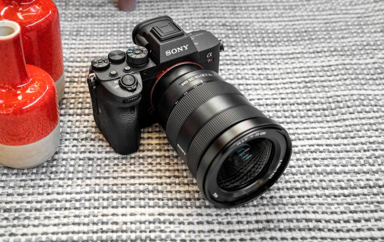 Karbist välja: Sony a7R IV hübriidkaamera