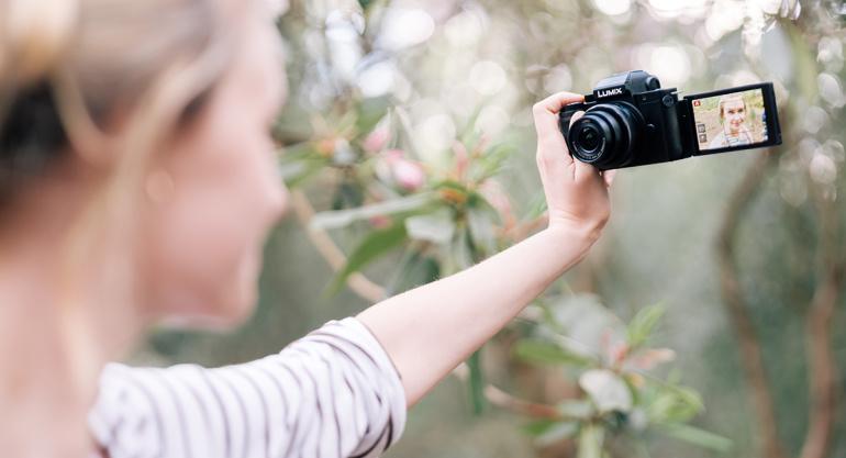 Vloggeritele loodud Panasonic Lumix G100 on nüüd müügil