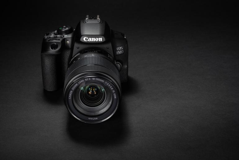 Karbist välja: Canon EOS 850D peegelkaamera