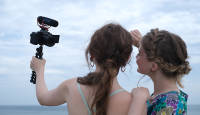 Väike ja võimekas Fujifilm X-S10 hübriidkaamera on nüüd müügil