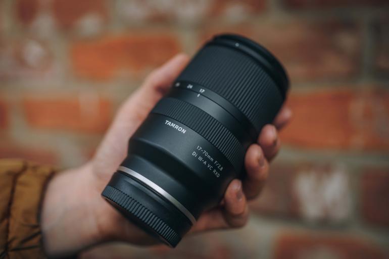 Tamron toob müügile 17-70mm f/2.8 objektiivi Sony APS-C hübriidkaameratele