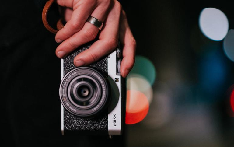 Uus Fujifilm X-E4 hübriidkaamera on nüüd müügil