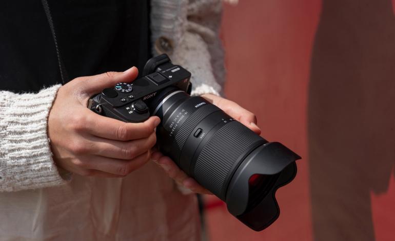 Telli Sony hübriidkaamera ette Tamron 18-300mm f/3.5-6.3 Di III-A[2] VC VXD objektiiv